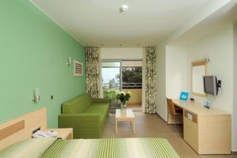 Dvokrevetna soba superior sa dodatnim ležajem, balkonom i BB