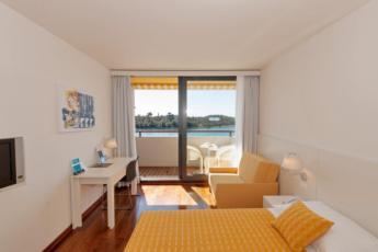 Dvokrevetna soba superior s balkonom, noćenje s doručkom