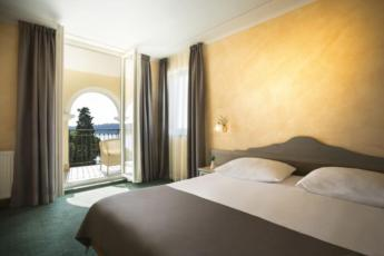 Dvokrevetna soba standard strana more sa balkonom, noćenje s doručkom - single use