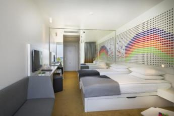 Dvokrevetna soba premium s 2 pomoćna ležaja, pogled more s balkonom, puni pansion