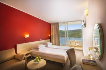 Dvokrevetna soba strana more superior sa dodatnim ležajem, balkonom, light all inclusive