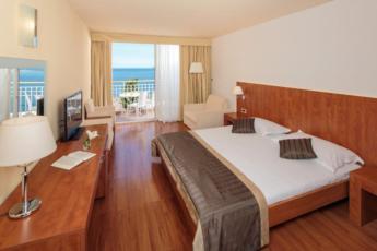Dvokrevetna soba, premium pogled more s balkonom polupansion